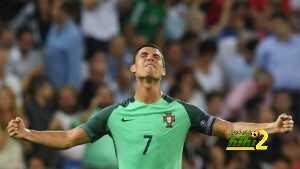 فيديو : مشجع لم يترك كريستيانو رونالدو حتى حصل على صورة تذكارية coobra.net
