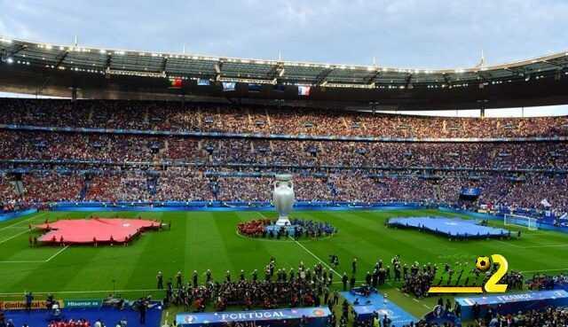 صور : شاهد كيف كانت إحتفالات إنطلاقة مباراة النهائي وتشافي يسلم الكأس الأوروبية ! coobra.net