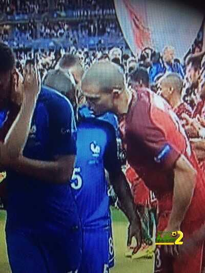 صورة : هل هذا التصرف يدل على اول تعاقد لريال مدريد بشكل رسمي ?؟! coobra.net