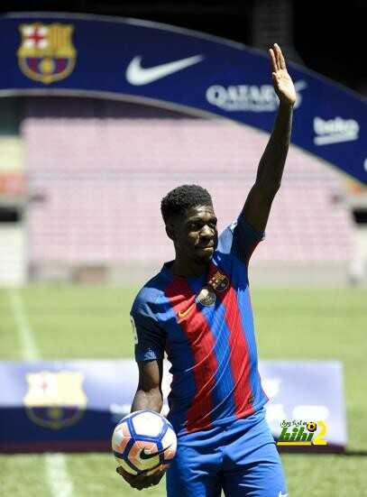 صور من تقديم اومتيتي لاعبا في برشلونة coobra.net