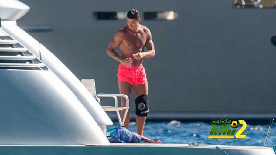 صور : كريستيانو يربط ركبته خلال عطلته الصيفية coobra.net