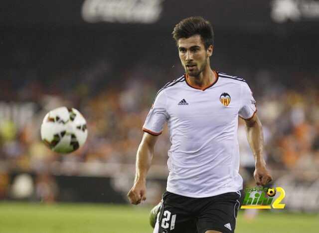 صحيفة كتلونية تجري إستفتاء حول إمكانية تعاقد ريال مدريد مع غوميز أو لا ! coobra.net