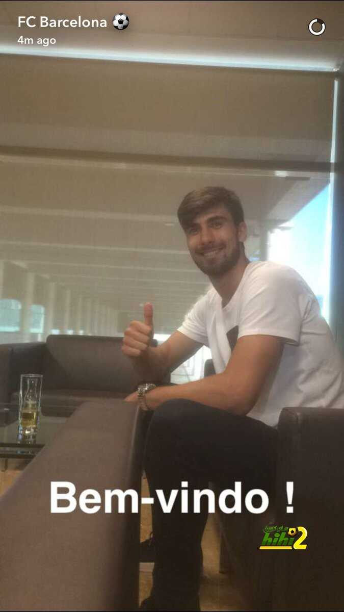 صورة : غوميز يصل إلى برشلونة استعدادا لتقديمه وتوقيع العقد coobra.net
