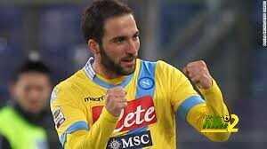 صورة : هكذا فعلت جماهير نابولي بقميص هيغواين بعد انتقاله إلى اليوفي coobra.net