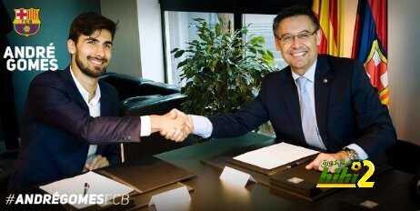 بالصور : تقديم وتوقيع جوميز رفقة برشلونة coobra.net