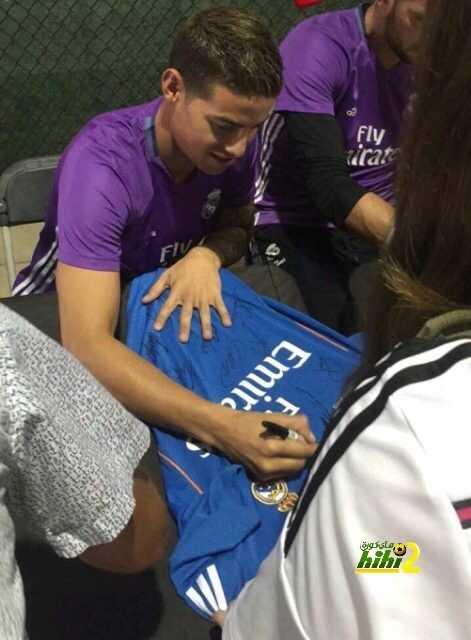 صورة : تواقيع نجوم الريال لمشجعيهم coobra.net