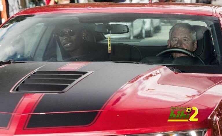 صورة : بوغبا يصل إلى مانشستر لاجراء الفحص الطبي coobra.net