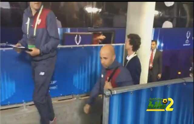 صور : وصول لاعبي إشبيلية لأرضية ملعب نهائي كأس السوبر الأوروبي ! coobra.net
