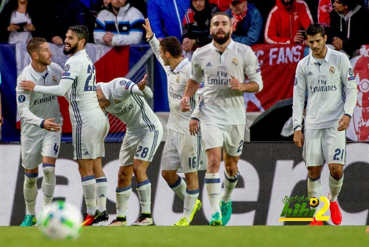 صورة : لحظة نقش اسم ريال مدريد على كأس السوبر الاوروبي coobra.net
