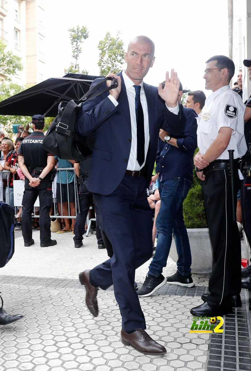 صور : بعثة ريال مدريد تصل إلى سان سيبستيان coobra.net