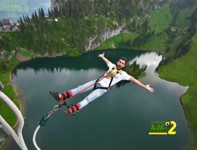 صورة : عاشق مدريدي يقفز من مسافة خيالية بقميص الملكي ! coobra.net