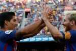 Football Soccer - Barcelona v Real Betis - Spanish La Liga Santander - Camp Nou stadium, Barcelona, Spain - 20/08/16 Barcelona's Luis Suarez and Lionel Messi celebrate a goal against Real Betis. REUTERS/Albert Gea - RTX2MBKG