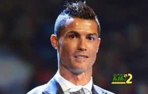 فيديو : لحظة تتويج كريستيانو رونالدو بجائزة أفضل لاعب في أوروبا coobra.net