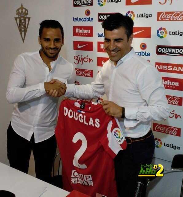 صورة من تقديم دوجلاس لاعبا في خيخون coobra.net