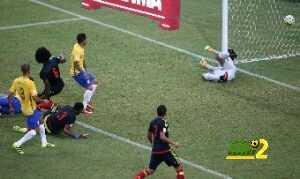 فيديو : نيمار يقود البرازيل لفوز صعب على كولومبيا coobra.net