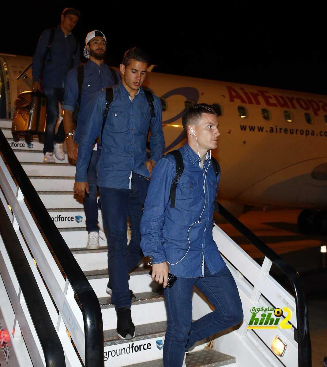 صور : وصول نجوم أتلتيكو إلى برشلونة استعدادا لمباراة القمة coobra.net