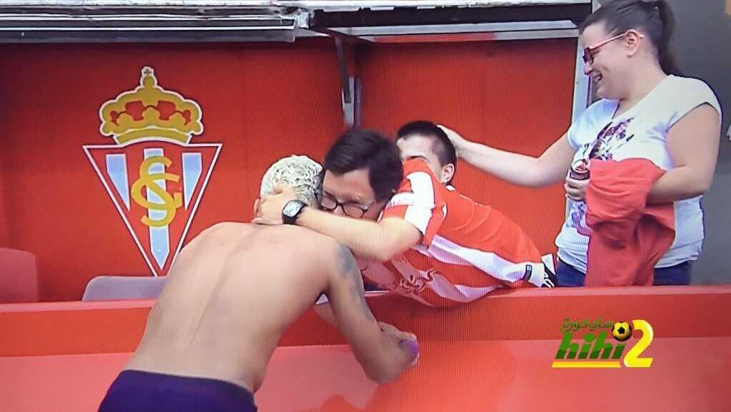 صورة : نيمار يهدي قميصه لأحد مشجعي خيخون coobra.net
