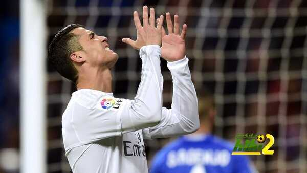 صورة : مشجعو ريال مدريد يتفقون مع زيدان ضد رونالدو coobra.net
