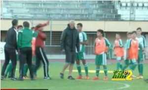 بالفيديو : واقعة طريقة يتعرض لها مدرب ريال مدريد coobra.net