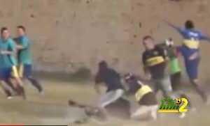 بالفيديو : مباراة تتحول لمعركة دامية في الارجنتين coobra.net