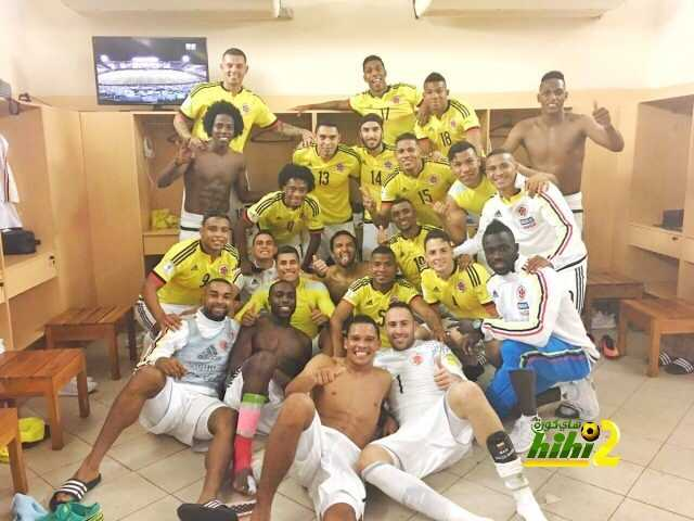 صورة : هكذا إحتفل المنتخب الكولومبي بفوزه القاتل ضد الباراجواي ! coobra.net