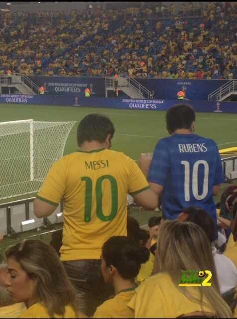 صورة : ميسي على قميص منتخب البرازيل coobra.net